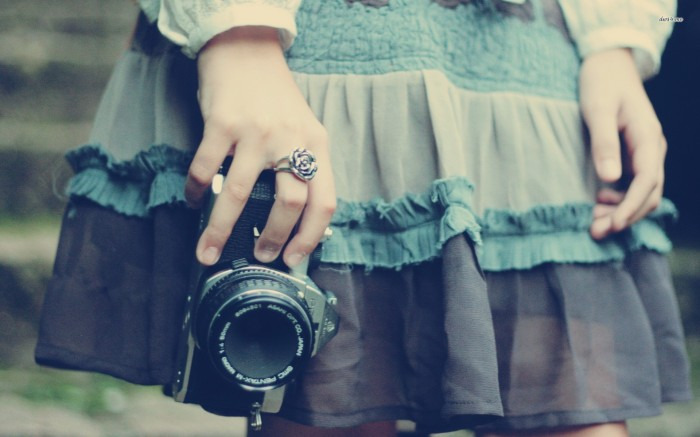 16597-girl-holding-a-camera-1920x1200-photography-wallpaper